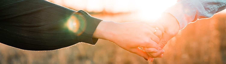 Parterapi - to hænder, der holder hinanden